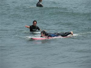 サーフィンスクール パドリングの練習